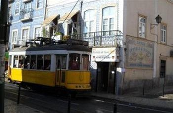 Private Rooms/Duplex Apt.@Lisbon Center, Hotell i Lissabon