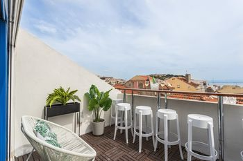 Rossio Penthouse Three-Bedroom Apartment w/ River View and Parking - by LU Holidays, Hotell i Lissabon