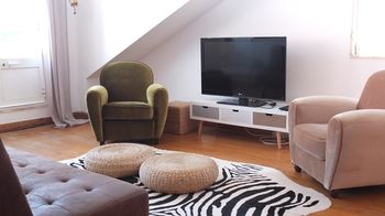 Quiet and Sunny central Lisbon apartment, Hotell i Lissabon