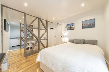 Lovely Flat Between Graça and Alfama by LCH, Hotell i Lissabon