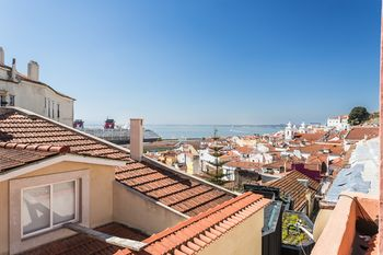 Duplex River View Alfama Gonzalos Home, Hotell i Lissabon