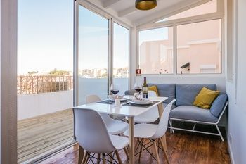 Lisbon Center Terrace Suite - Wifi - AC, Hotell i Lissabon