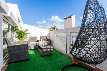 Liberty Penthouse Three-Bedroom Apartment - by LU Holidays, Hotell i Lissabon